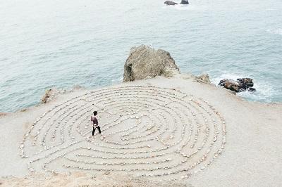 Wie Meditation Ihr Leben verbessern kann Bild oben