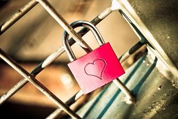 """Partnersuche in Luxemburg Bild oben piqs.de, Jardinero """"Love"""" (CC BY 2.0 DE)"""